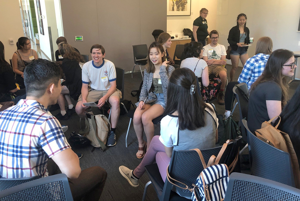 Students network at the 2019 Leadership Summit